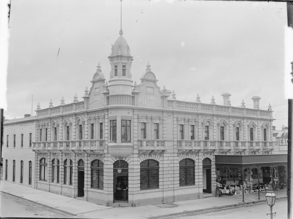 [Bull & Mouth Hotel 1904, Maryborough]