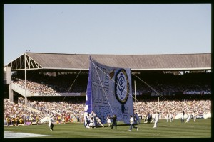 The giant Carlton banner is raised prior to the 1987 Grand Final