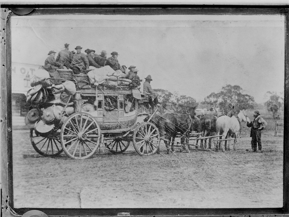 [Stage coach laden with luggage and many Chinese people en rout to the gold fields] [picture] [ca. 1900-ca. 1920]