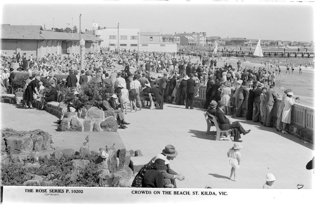 Blakc and white photograph of crowds on the beach, St Kilda, Victoria