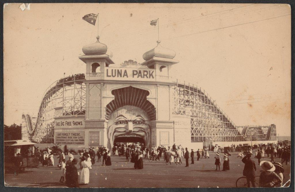 Imag e of Luna Park with lots of people outside