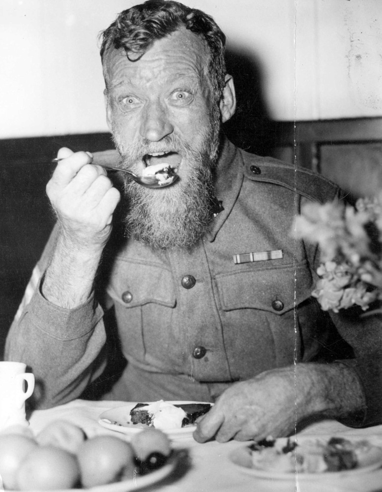 Sgt. G. Spedding enjoying Christmas dinner at Caulfield Military Hospital