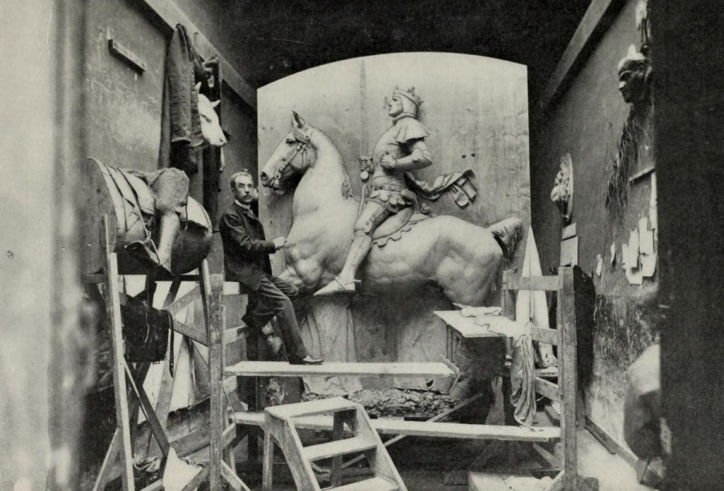 Image of the statue Joan of Arc in studio