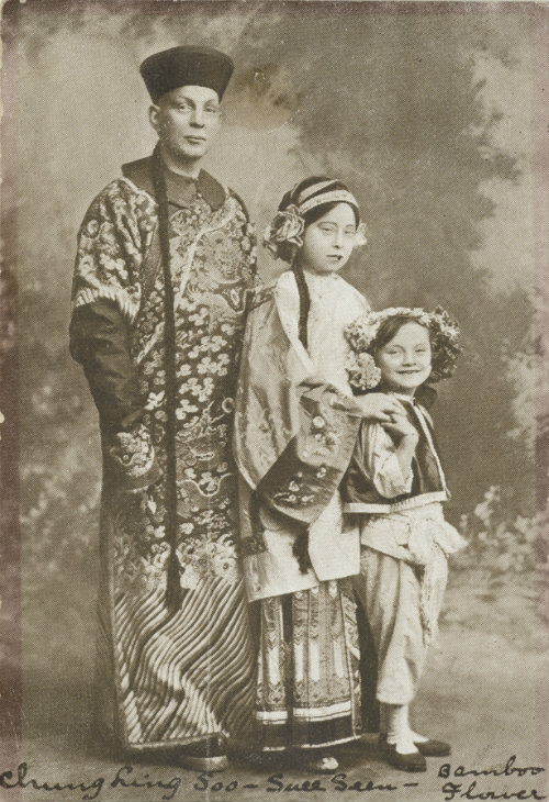 Chung Ling Soo next to Suee Seen (his wife Olive) and an assistant's child, Bamboo Flower P.13/NO.51