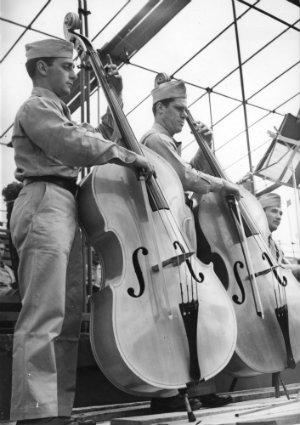 US Service band at Kooyong H2000.200/1256