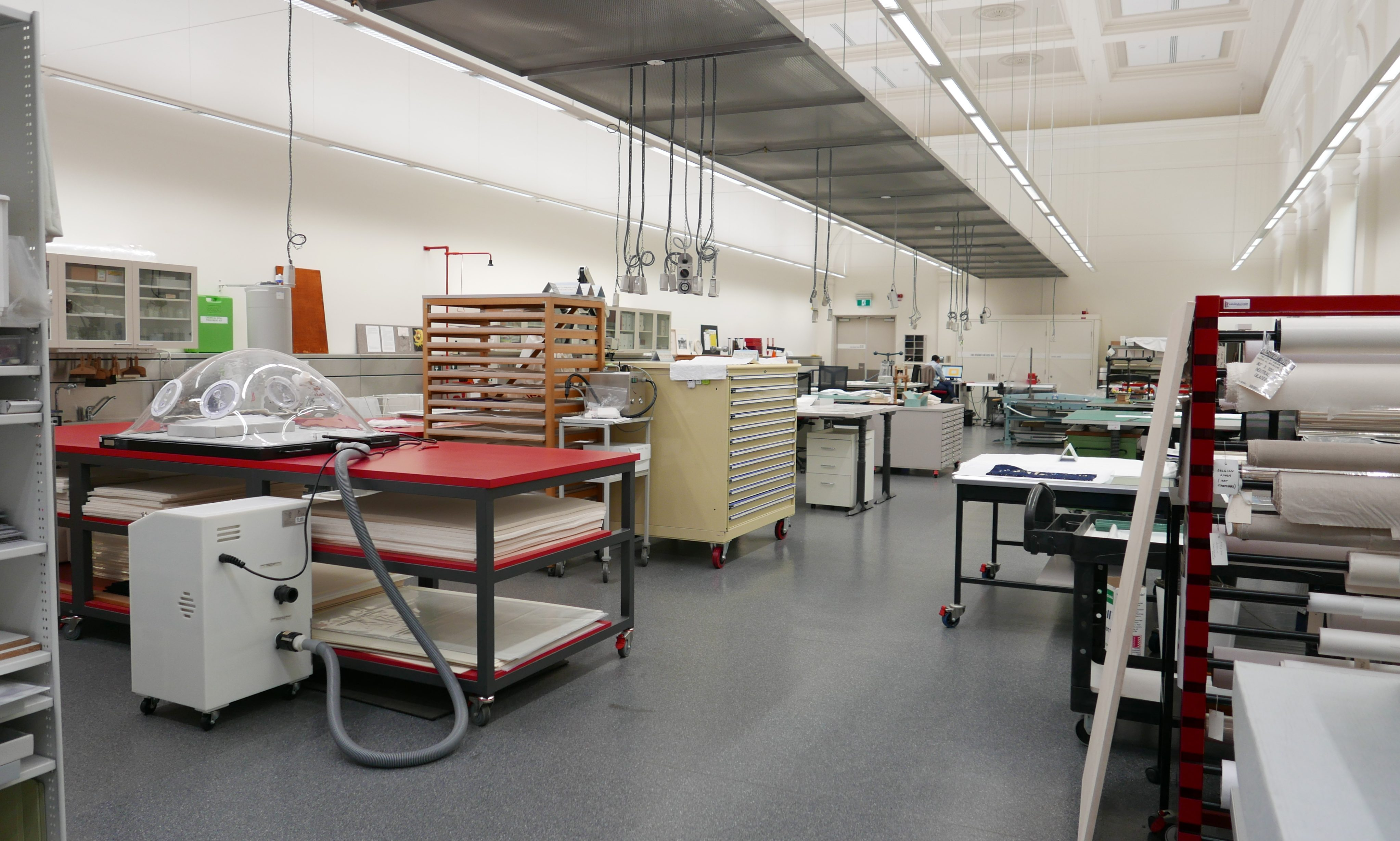 conservation laboratory with suction washing table