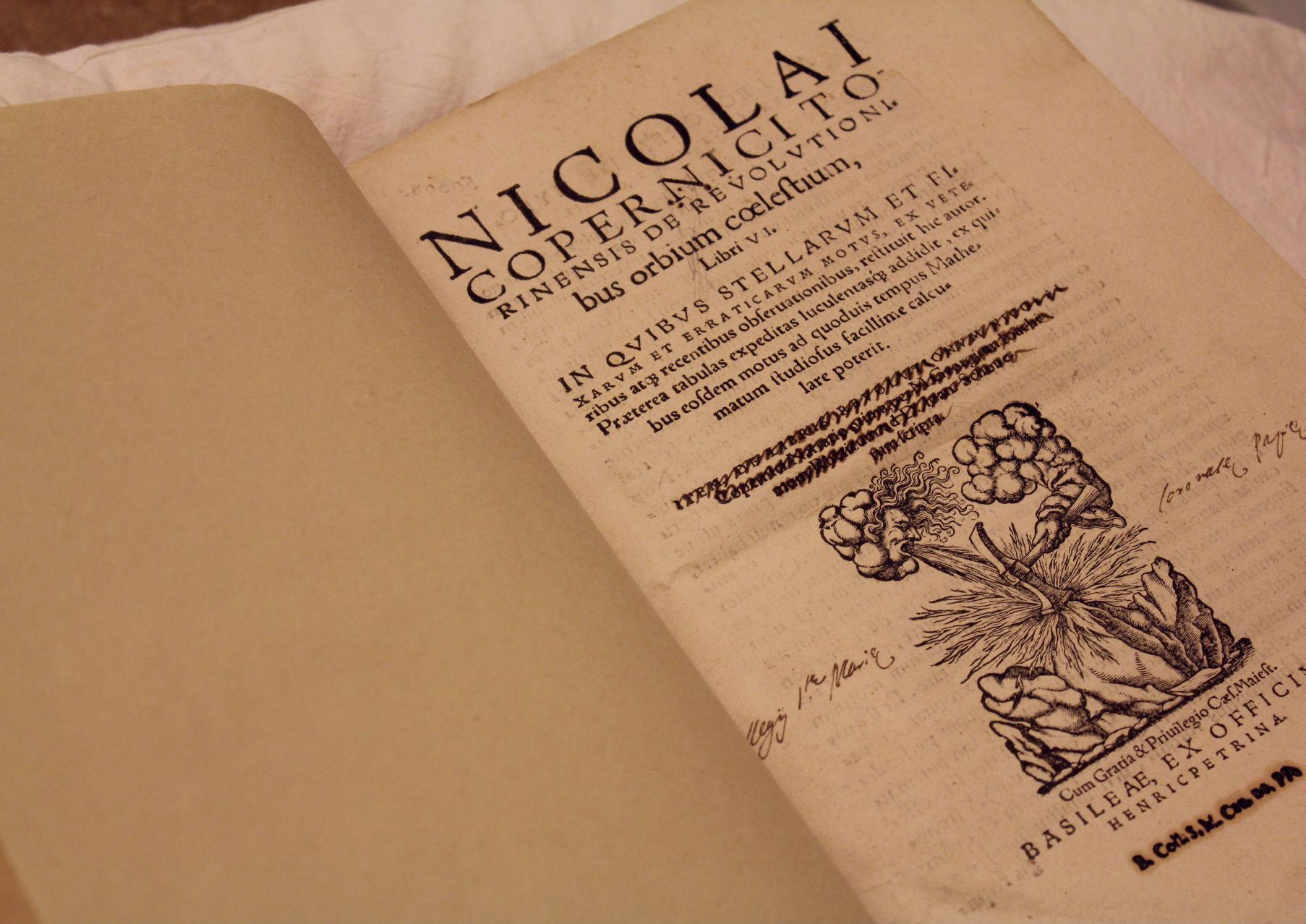 title page of De reuolutionibus orbium coelestium
