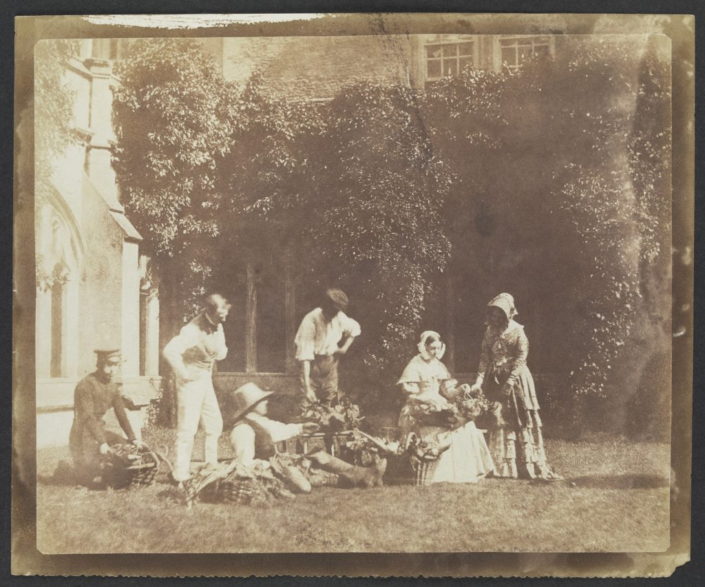 Wiliam Henry Fox Talbot, The servants at Lacock Abbey, circa 1842
