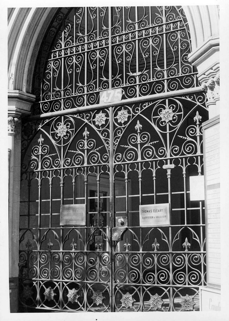 Photo of the gate on the Olderfleet building